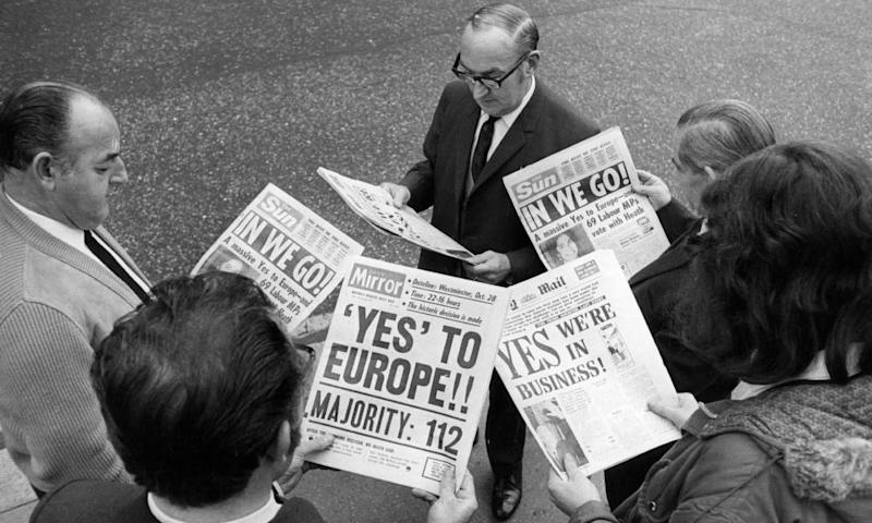 City workers mulling over newspapers reporting the Commons vote on Common Market entry on 29 October 1971.