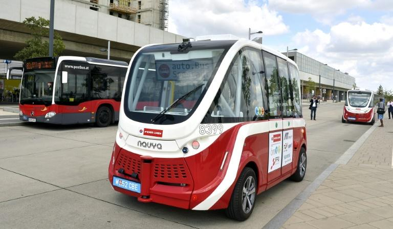 The driverless mini-busses being being tested in a newly developed Vienna suburb serve 10 stops along a 2.2 kilometre route that links to the city's subway system