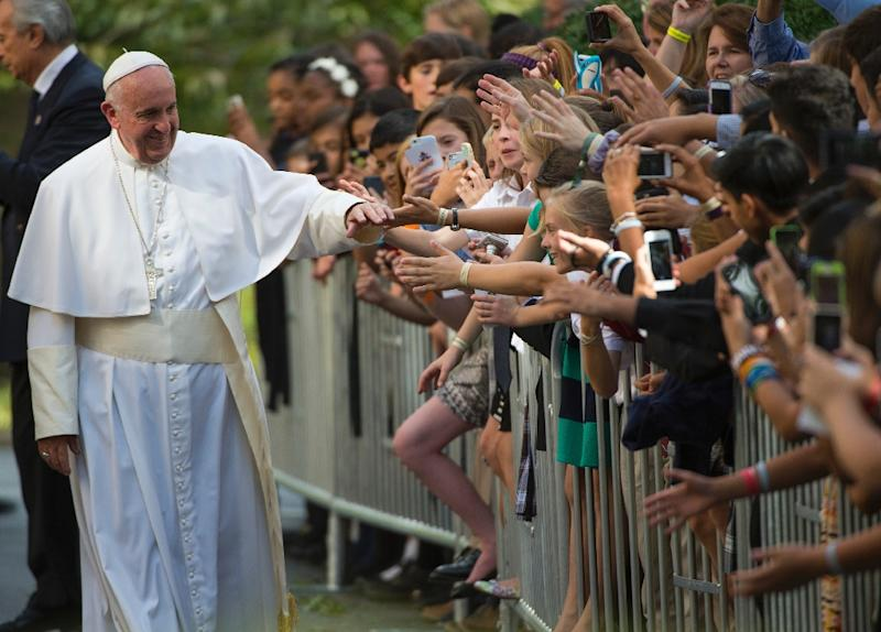 Pope Francis greets well-wishers as he leaves the Apostolic Nunciature on September 24, 2015 in Washington, DC (AFP Photo/Molly Riley)