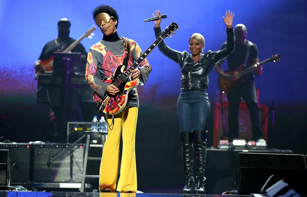 Recording artist Prince (L) and singer Mary J. Blige perform onstage during the 2012 iHeartRadio Music Festival at the MGM Grand Garden Arena on September 22, 2012 in Las Vegas, Nevada.  (Photo by Christopher Polk/Getty Images for Clear Channel)