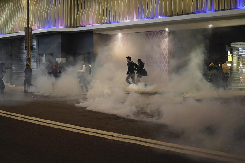 Hong Kong clashes continue in shopping centers, streets