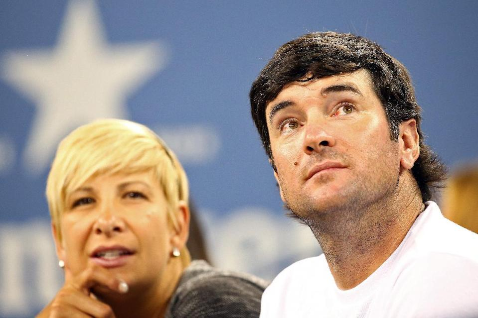 Bubba Watson and his wife, Angie Watson, watch a tennis match at US Open, at the USTA Billie Jean King National Tennis Center in New York, on August 25, 2014 (AFP Photo/Streeter Lecka)