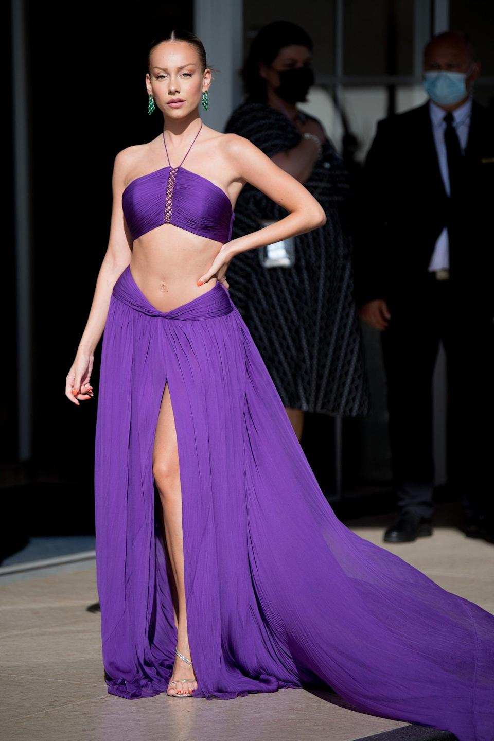 """Spanish actress Ester Exposito gave the <a href=""""https://www.refinery29.com/en-us/2021/04/10419437/midriff-spring-2021-fashion-trend-cut-out-crop-tops"""" rel=""""nofollow noopener"""" target=""""_blank"""" data-ylk=""""slk:midriff-baring trend"""" class=""""link rapid-noclick-resp"""">midriff-baring trend</a> her stamp of approval in a purple Etro halter top dress with a high slit. <span class=""""copyright"""">Photo: Jacopo Raule/GC Images.</span>"""