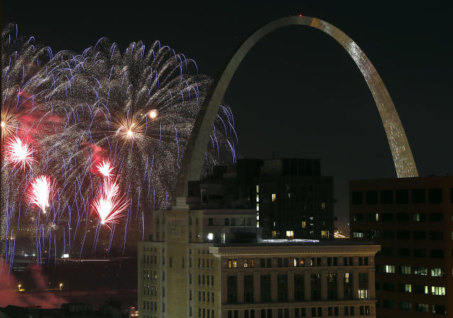 <p>Fireworks illuminate the night sky near the Gateway Arch on Wednesday, July 4, 2018, in St. Louis. (Photo: Jeff Roberson/AP) </p>