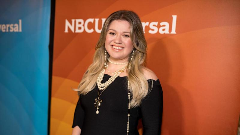 Kelly Clarkson Hilariously Begs Jesus to 'Take the Wheel' During ALS Pepper Challenge