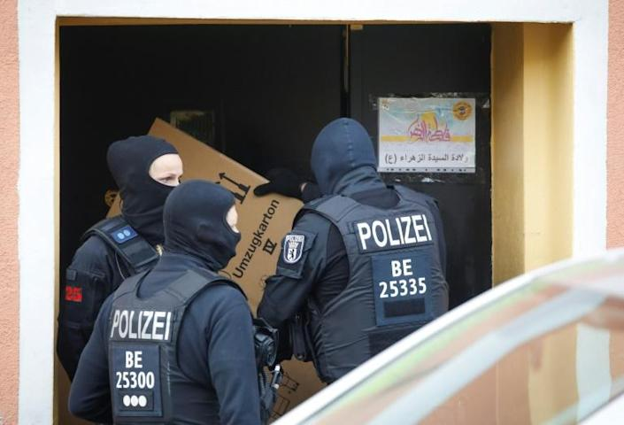Police raid Al-Irschad Mosque in Berlin as dozens of police and special forces stormed mosques and associations linked to Hezbollah in Bremen, Berlin, Dortmund and Muenster early Thursday. (AFP Photo/Odd ANDERSEN)