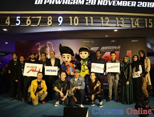 Wau Animation posed for a commemorative photo with sponsors and Primeworks Studios.