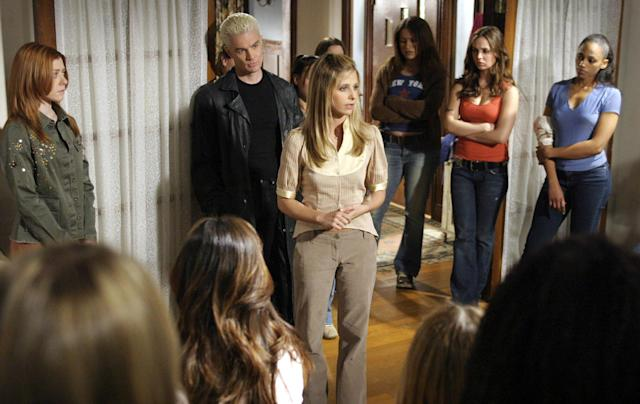 Buffy Summers (Sarah Michelle Gellar) leads the charge against the forces of evil in the 2003 series finale of <em>Buffy the Vampire Slayer</em>. (Photo: 20th Century Fox Film Corp./Courtesy Everett Collection)