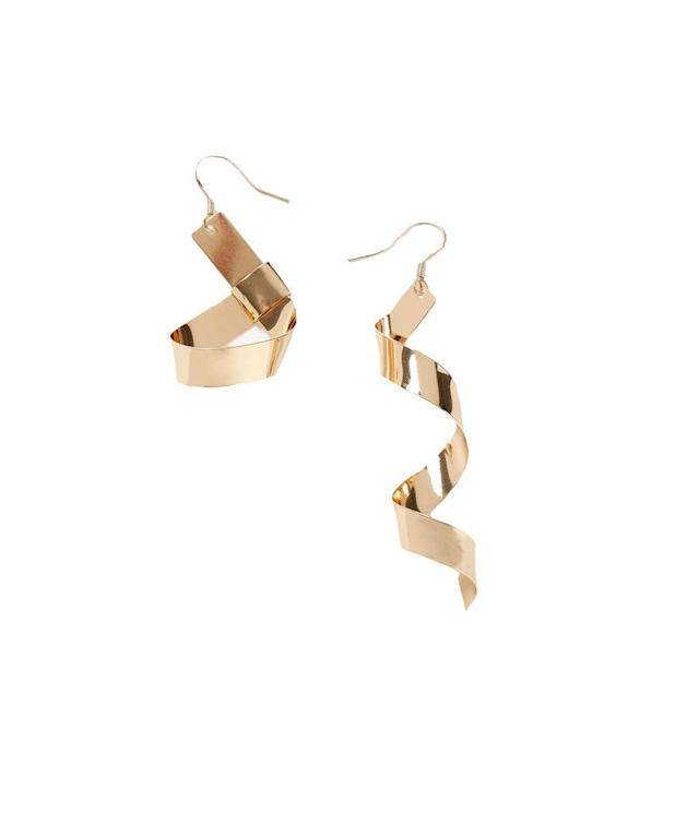 "<p>Topshop Hammer Twist drop earrings, $22, <a href=""http://us.topshop.com/en/tsus/product/bags-accessories-1702229/jewelry-70524/hammer-twist-drops-6749663?bi=0&ps=20"" rel=""nofollow noopener"" target=""_blank"" data-ylk=""slk:topshop.com"" class=""link rapid-noclick-resp"">topshop.com</a> </p>"