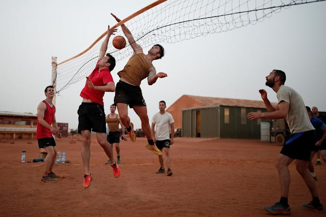 French soldiers play volleyball at the Operational Desert Plateform Camp (PfOD) in Gao, Mali, October 13, 2017, as the regional anti-insurgent Operation Barkhane continues. Picture taken October 13, 2017. REUTERS/Benoit Tessier