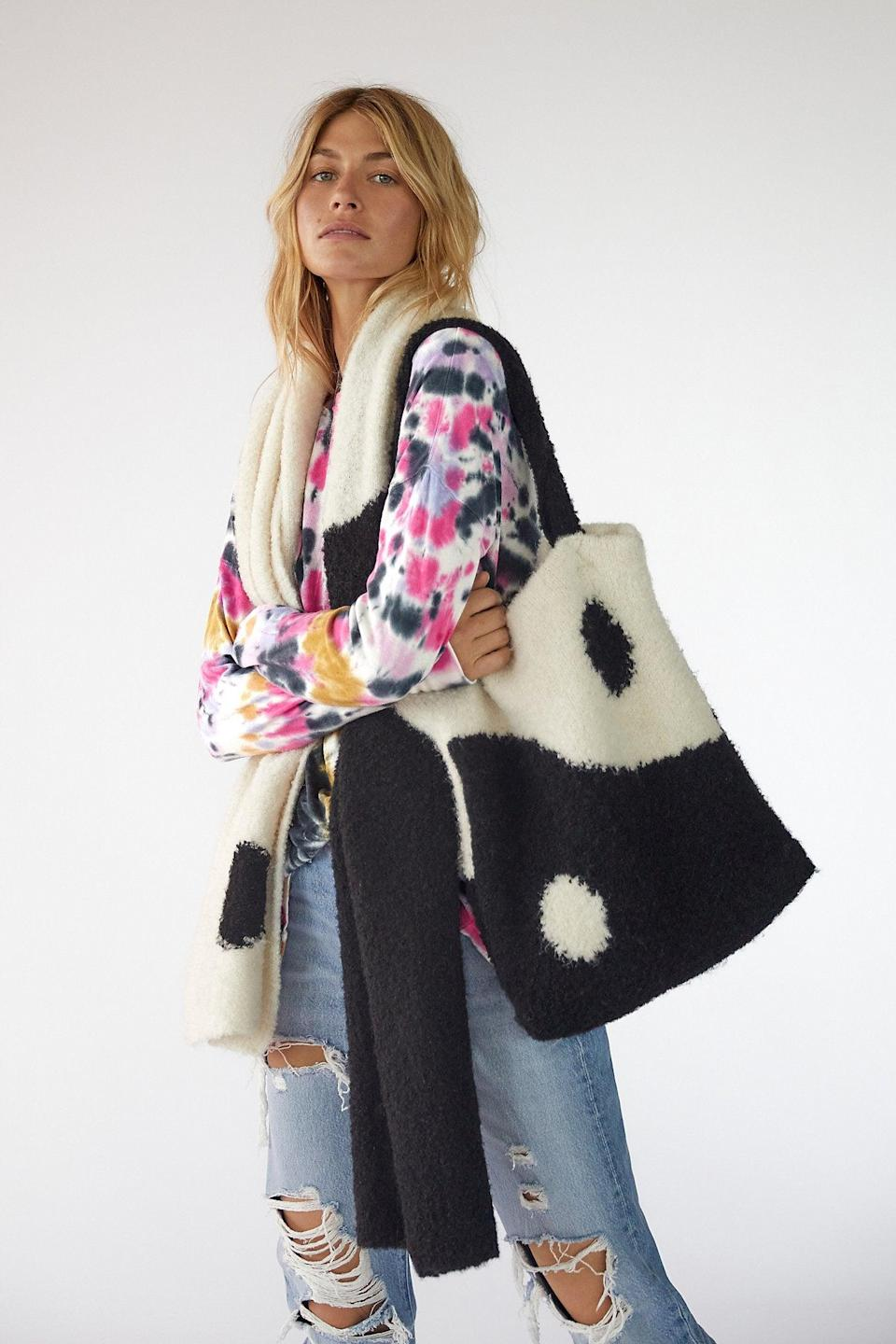 "<br><br><strong>Free People</strong> Carry On Scarf and Tote Set, $, available at <a href=""https://go.skimresources.com/?id=30283X879131&url=https%3A%2F%2Fwww.freepeople.com%2Fshop%2Fcarry-on-scarf-set%2F%3Fcolor%3D018%26type%3DREGULAR%26size%3DOne%2520Size%26quantity%3D1"" rel=""nofollow noopener"" target=""_blank"" data-ylk=""slk:Free People"" class=""link rapid-noclick-resp"">Free People</a>"