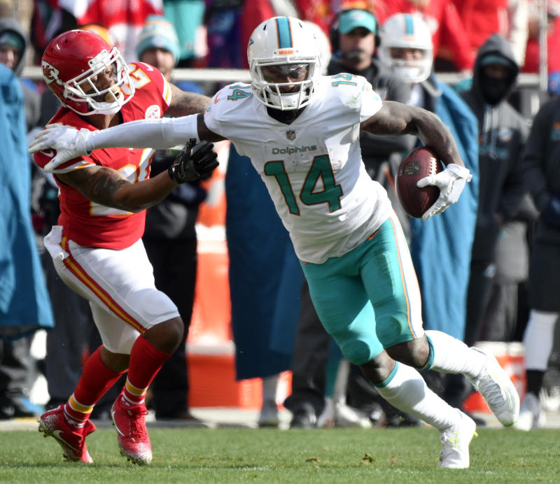 The Browns agreed to trade for Dolphins wide receiver Jarvis Landry. (AP)