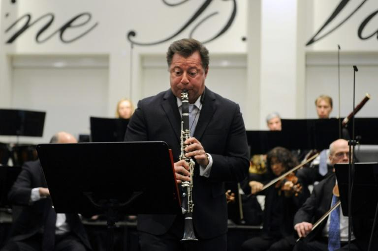 Approximately 800 people gathered in a union hall to hear one of the world's great orchestras in a performance for the first time since the strike began two weeks ago