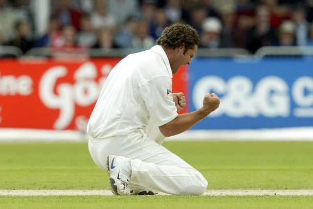 New Zealand's Chris Cairns celebrates trapping England's Michael Vaughan lbw