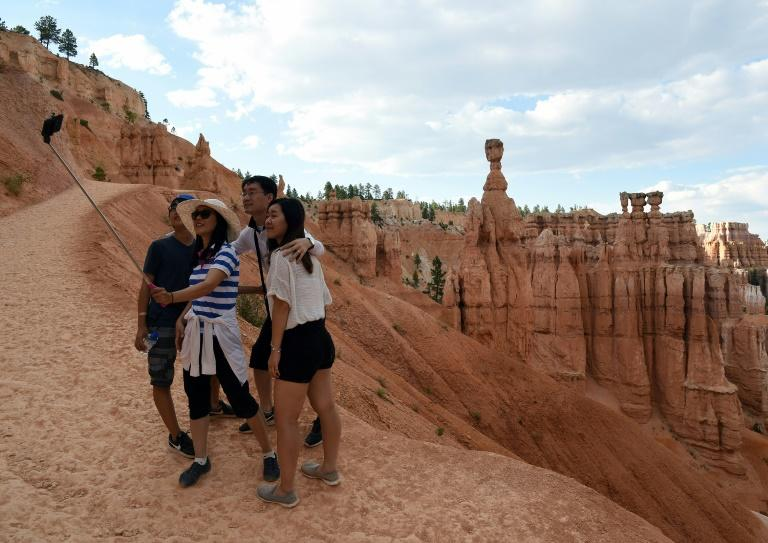 Visitors take a selfie in Bryce Canyon National Park, in the US state oi Utah (AFP Photo/Ethan Miller)