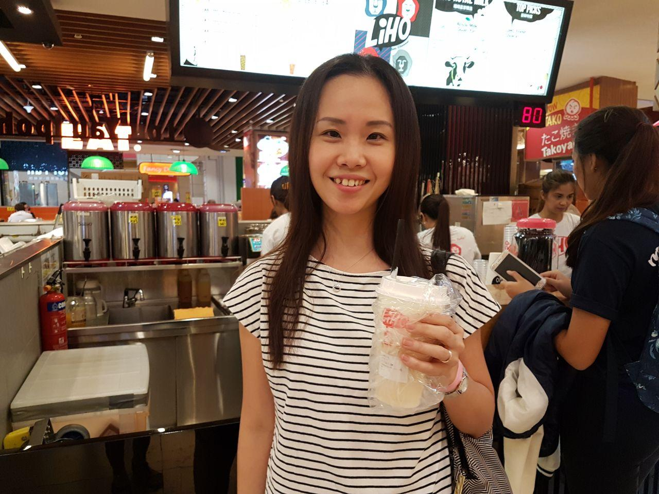 <p>Gong Cha customer Eunice Kwoh tries bubble tea from LiHo. (Photo: Audrey Kang/Yahoo Lifestyle Singapore) </p>
