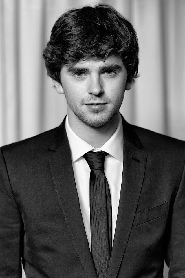 <p>In questi anni Freddie Highmore è protagonista della serie tv Bates Motel, mentre al cinema lo abbiamo visto in Holding Patterns, di Jake Goldberg. </p>