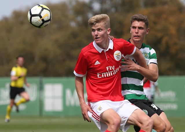 Keaton Parks, center, competes for Benfica B. (Getty)