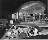 <p>Unlike all the burger joints and chains of the 1950s and '60s, Arby's decided to focus on roast beef sandwiches only when it opened in 1964 in Boardman, OH. Get a load of that curvy, open-air establishment!</p>