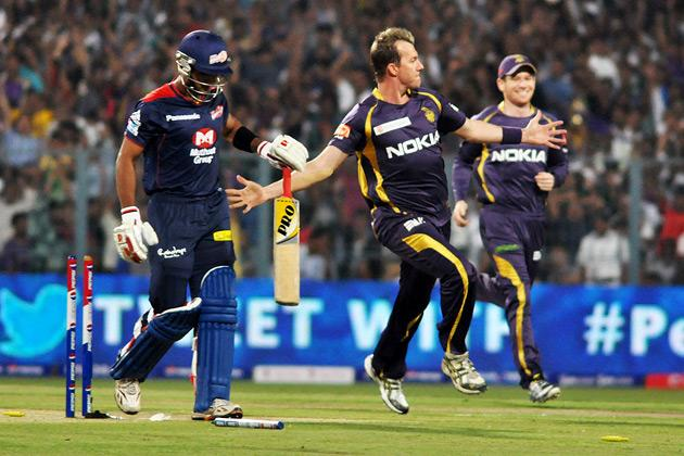 Kolkata Knight Riders bowler Brett Lee celebrates after getting the wicket of Unmukt Chand at the IPL match between KKR and DD at Eden Gardens in Kolkata on April 3, 2013. (Photo: IANS)