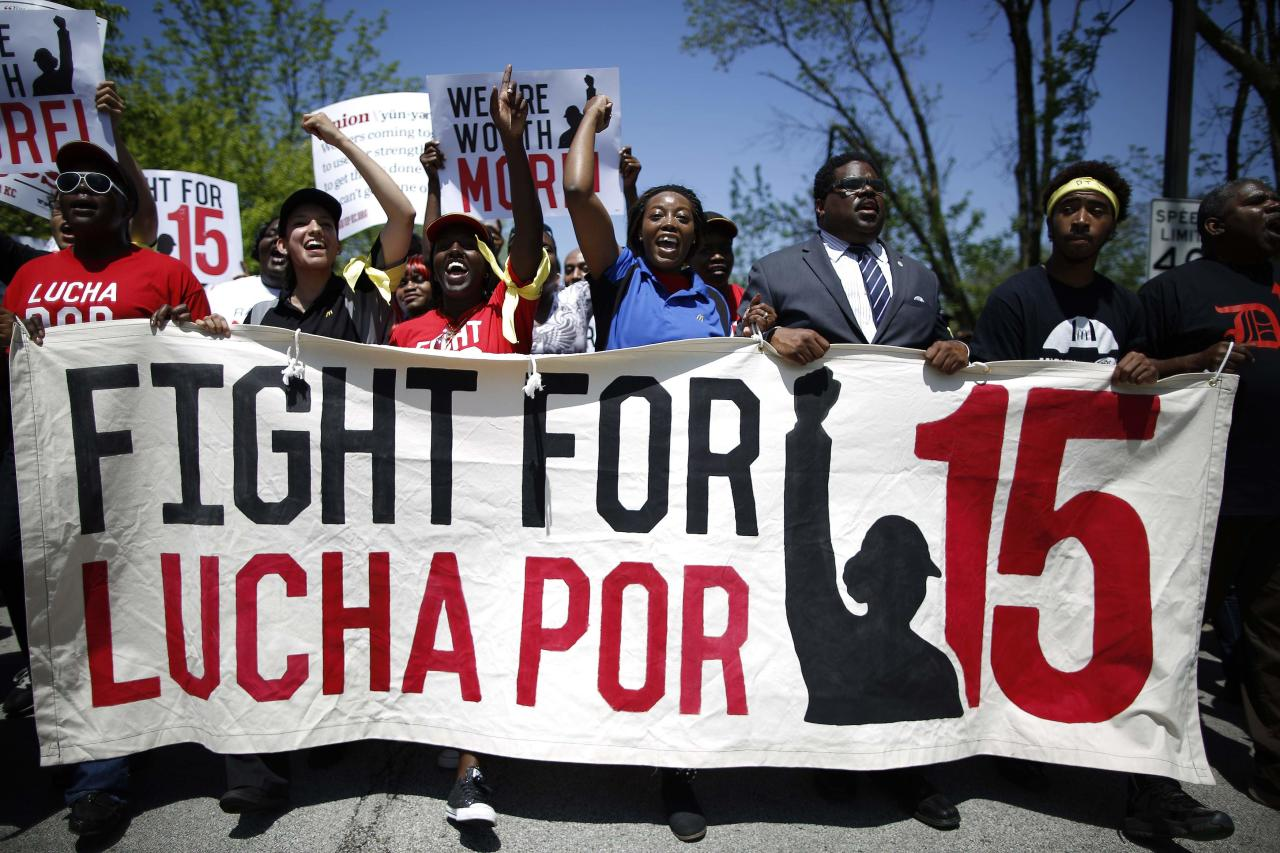 Demonstrators march during a protest near the McDonalds headquarters in Oak Brook, Illinois, May 21, 2014. Workers were calling for higher wages and better work conditions. REUTERS/Jim Young (UNITED STATES - Tags: BUSINESS EMPLOYMENT CIVIL UNREST)