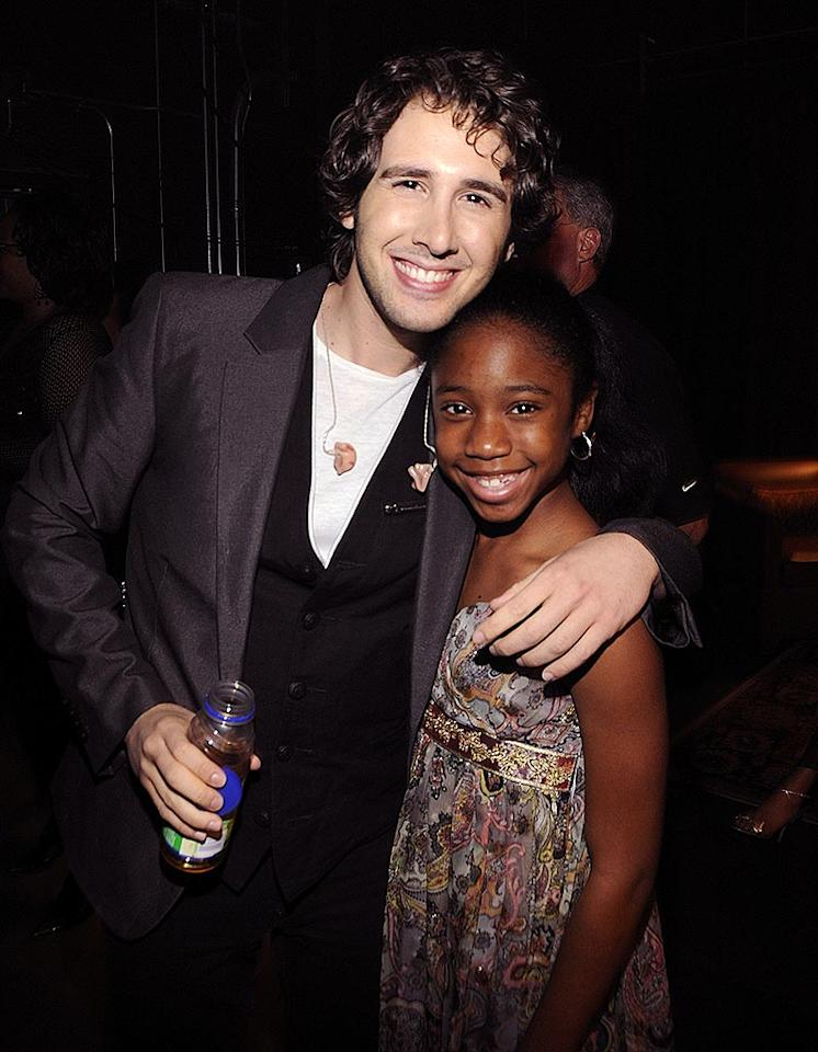 """Singers Josh Groban and Jamia Simone Nash pose backstage after serenading the attendees. Kevin Mazur/<a href=""""http://www.wireimage.com"""" target=""""new"""">WireImage.com</a> - May 17, 2008"""