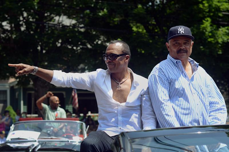 CORRECTS TO CANASTOTA NOT CANASOTA - Former boxer Sugar Ray Leonard, front left, points to fans while participating in the International Boxing Hall of Fame induction parade in Canastota, N.Y., Sunday, June 10, 2012. (AP Photo/Heather Ainsworth)