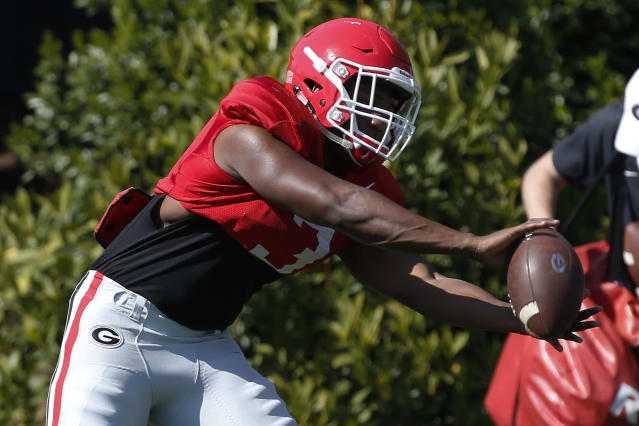 """Georgia running back <a class=""""link rapid-noclick-resp"""" href=""""/ncaaf/players/287628/"""" data-ylk=""""slk:Zamir White"""">Zamir White</a> (3) catches the ball during spring NCAA college football practice in Athens, Ga., Thursday, April 12, 2018. (Joshua L. Jones/Athens Banner-Herald via AP)"""