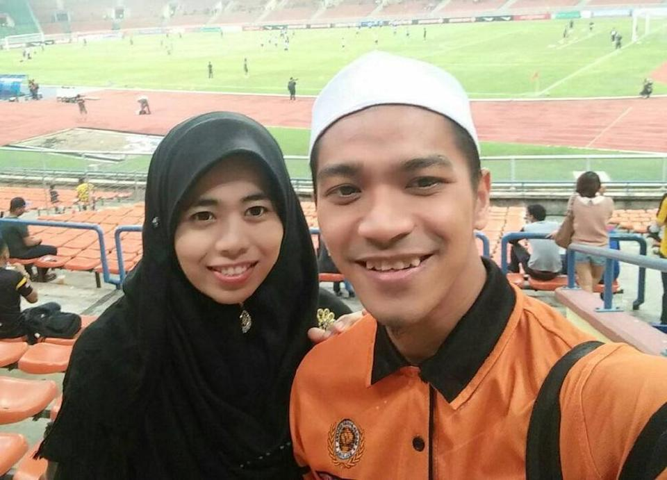 Farhan (right) and his wife Fatin celebrated the end of Ramadan by patching up their marriage. — Picture via Facebook