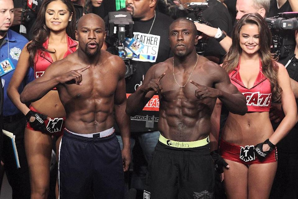Floyd Mayweather Jr. (L) and Andre Berto, pose during the weigh-in on September 11, 2015 at the MGM Grand in Las Vegas (AFP Photo/John Gurzinski)