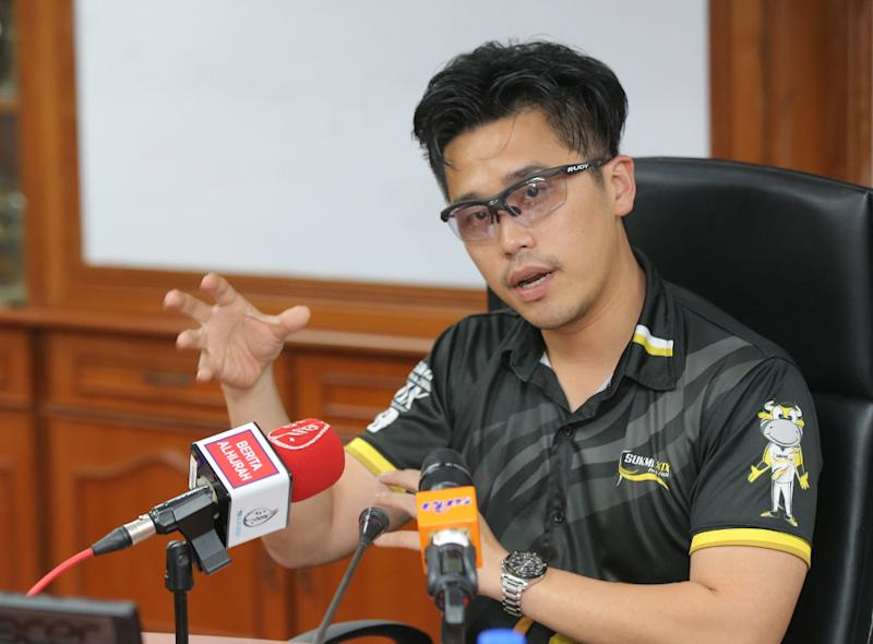 Perak State Youth and Sports executive committee chairman Howard Lee speaks to the press at the State Sports Council, Ipoh September 8, 2018. — Picture by Marcus Pheong