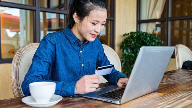 girl with credit card on laptop