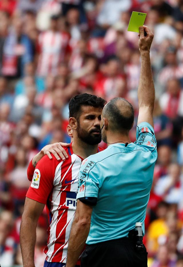 Soccer Football - La Liga Santander - Atletico Madrid vs Eibar - Wanda Metropolitano, Madrid, Spain - May 20, 2018 Atletico Madrid's Diego Costa is booked by the referee REUTERS/Juan Medina