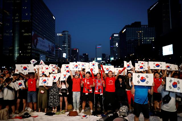 South Korean Fans cheer as they watch the broadcast of the World Cup Group F soccer match between Sweden and South Korea, in central Seoul, South Korea, June 18, 2018. REUTERS/Kim Hong-Ji