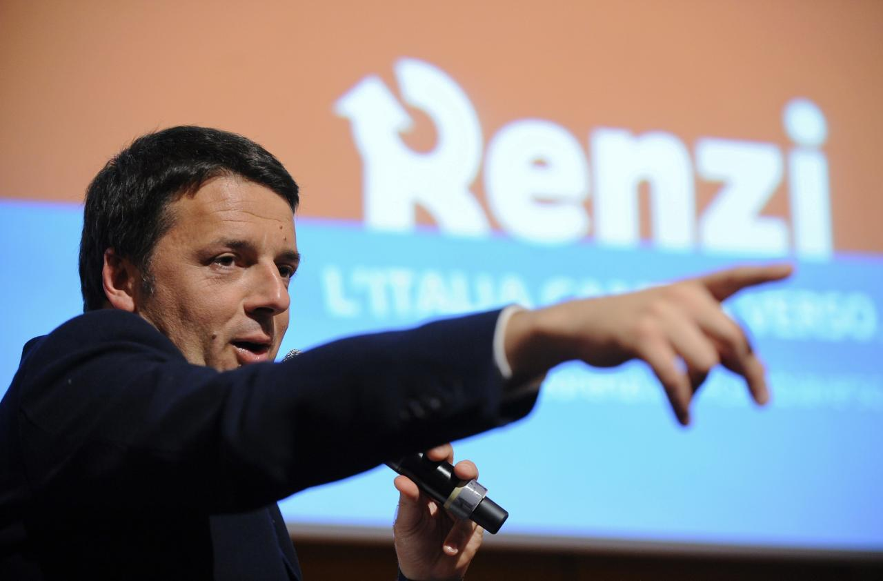 Florence mayor Matteo Renzi gestures during a political meeting in Turin December 6, 2013. The 38-year-old Renzi is overwhelming favourite to win Sunday's primary to appoint a new secretary of Italy's centre-left Democratic Party (PD) to lead the largest party in Letta's government. REUTERS/Giorgio Perottino (ITALY - Tags: POLITICS)