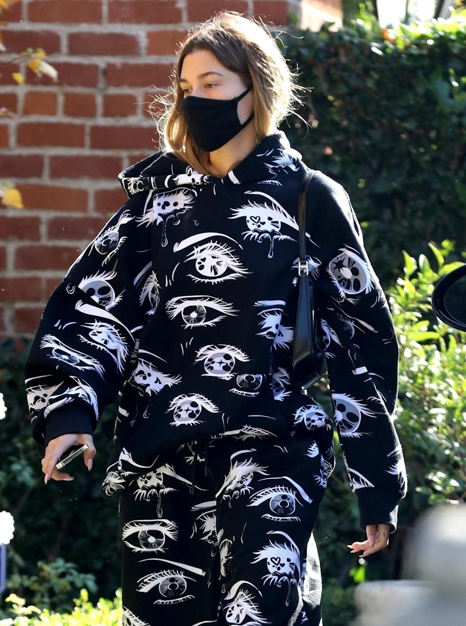 <p>Hailey Baldwin visits a friend on Wednesday in L.A., wearing a matching sweats set and a black mask.</p>