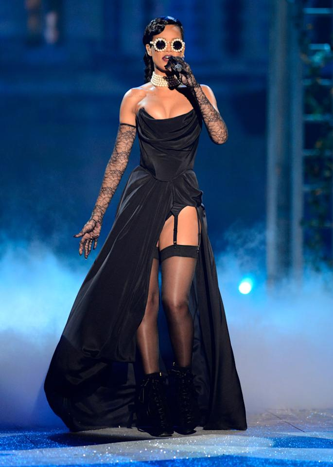 "Rihanna performed her new song ""Diamonds"" during the 2012 Victoria's Secret Fashion Show at the Lexington Avenue Armory on Wednesday night in New York City. The singer wore a revealing black corset gown with a thigh-high slit which showed off her suspenders, stockings, and black boots. She accessorized her outfit with pearl-rimmed sunglasses, a five-strand pearl choker, and past-the-elbow lace gloves."