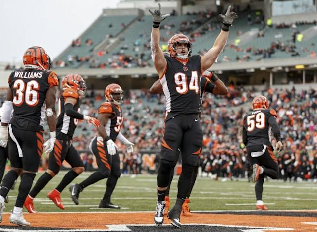 Cincinnati's Sam Hubbard celebrates a sack in the Bengals' first win of the NFL season, a 22-6 decision over the New York Jets (AFP Photo/Michael Hickey)