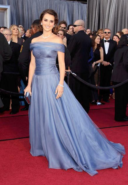 Actress Penelope Cruz arrives at the 84th Academy Awards in Hollywood, California, February 26, 2012. REUTERS/Lucy Nicholson