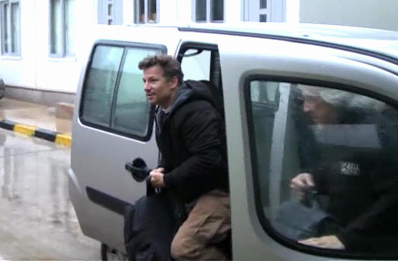 "In this image made from video, NBC chief foreign correspondent Richard Engel exits a car after crossing back into Turkey, after they were freed unharmed following a firefight at a checkpoint after five days of captivity inside Syria, in Cilvegozu, Turkey, Tuesday, Dec. 18, 2012. Engel told the Turkish news agency Anadolu that he and his colleagues are ""very happy to be out"" and they are ""very tired."" (AP Photo/Anadolu via AP TV) TURKEY OUT, TV OUT"