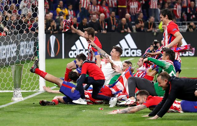 Soccer Football - Europa League Final - Olympique de Marseille vs Atletico Madrid - Groupama Stadium, Lyon, France - May 16, 2018 Atletico Madrid celebrate in front of the fans after winning the Europa League REUTERS/Peter Cziborra