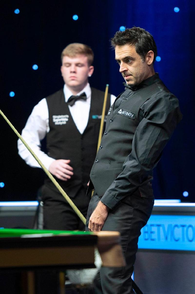 奧蘇利雲(右)不敵Aaron Hill(左),老貓燒鬚。 Photo Credit - World Snooker Tour