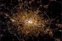 """From London on the Thames to the sea to the world, so much of history came from this brightly-lit city. <a href=""""https://twitter.com/Cmdr_Hadfield/"""" rel=""""nofollow noopener"""" target=""""_blank"""" data-ylk=""""slk:(Photo by Chris Hadfield/Twitter)"""" class=""""link rapid-noclick-resp"""">(Photo by Chris Hadfield/Twitter)</a>"""