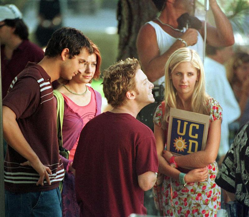 "8/30/99 Los Angeles, CA. Sarah Michelle Gellar (r) with co-star Alyson Hannigan (wearing a pink top) and Seth Green (front) at the UCLA campus shooting ""Buffy The Vampire Slayer"" Photo by ''99 JOHN FAGERNESS/Online USA, Inc."