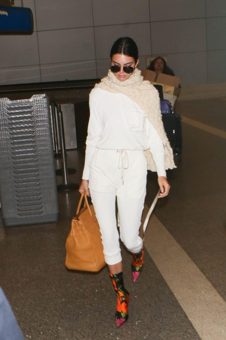 <p>Cream truly is the dream for Kendall while flying hoping on a flight from Los Angeles, California</p>