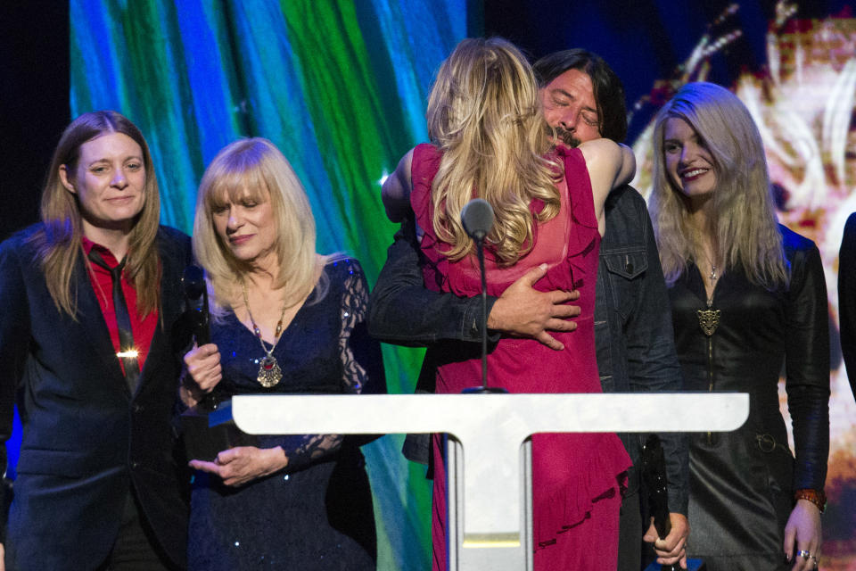 Courtney Love hugs drummer Dave Grohl of Nirvana after the band was inducted during the 29th annual Rock and Roll Hall of Fame Induction Ceremony at the Barclays Center in Brooklyn, New York April 10, 2014.  REUTERS/Lucas Jackson (UNITED STATES - Tags: ENTERTAINMENT TPX IMAGES OF THE DAY)