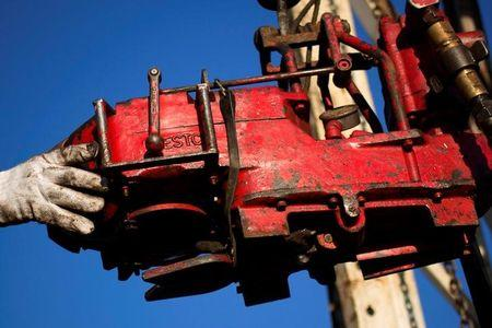 Oil prices rise amid signs that market is tightening
