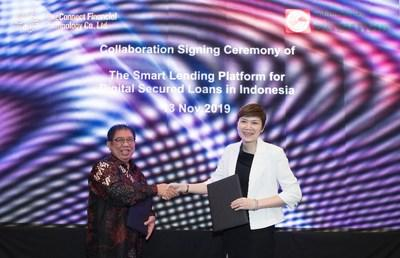 L-R: Kurniawan Udjaja, Director of Sinar Mas Multiartha, and Tan Bin Ru, CEO of OneConnect Financial Technology, signed the agreement to build one of Indonesia's first multi-finance platforms to give Indonesians easy access to loans to finance their purchase of motorcycles and cars as transport necessities.