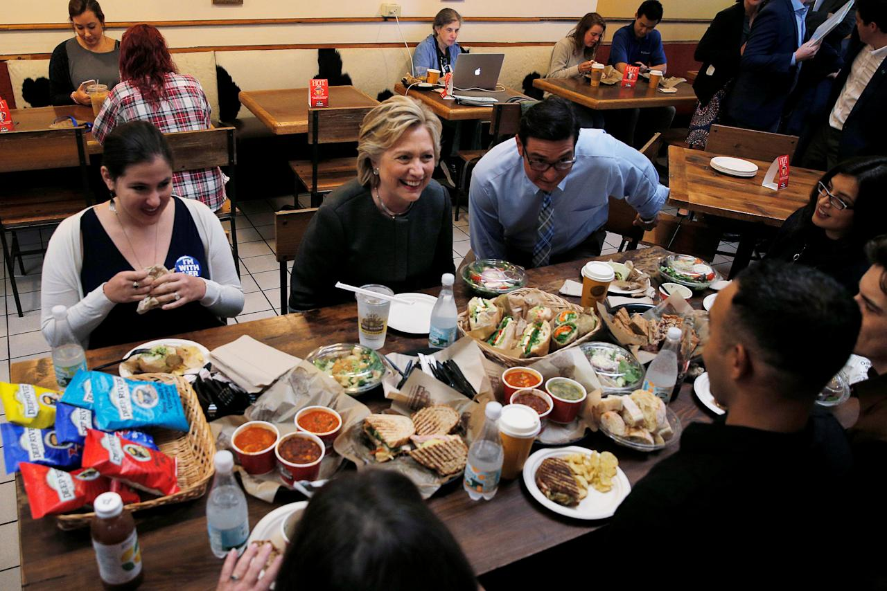 U.S. Democratic presidential nominee Hillary Clinton sits down for lunch with winners of an HFA contest at The Works Bakery Cafe in Durham, New Hampshire, U.S., September 28, 2016.  REUTERS/Brian Snyder