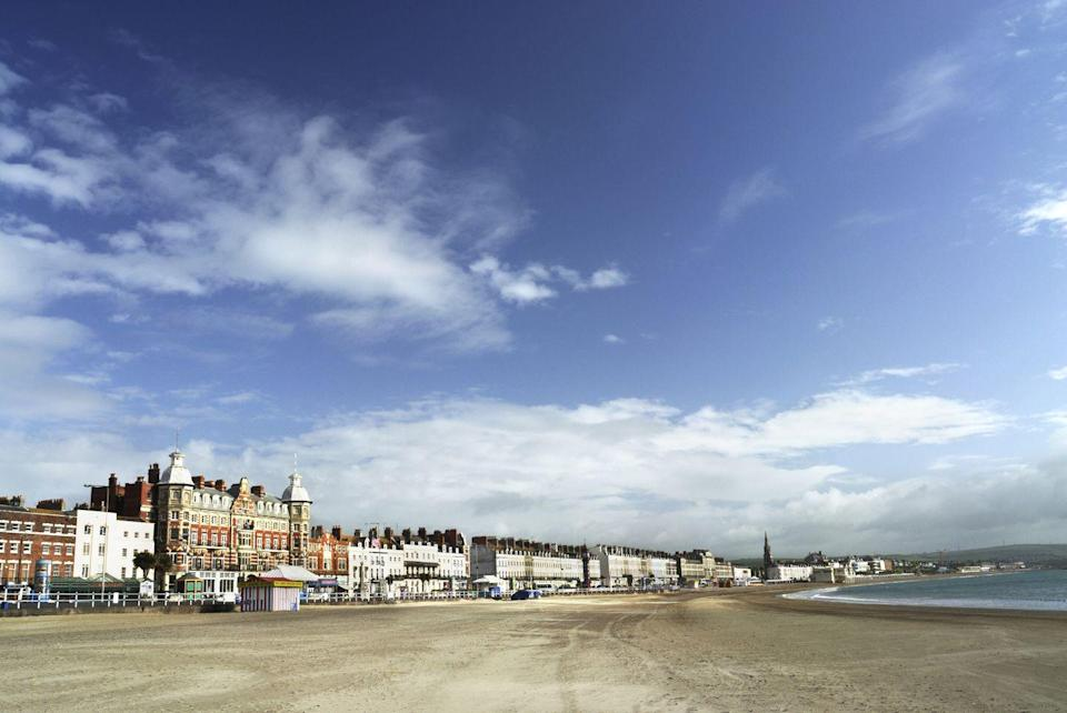 "<p>The gentle curving arc of sand in Weymouth Bay is a popular destination for swimming and sunbathing, overlooked by a magnificent Georgian seafronted row of buildings.<br></p><p><a class=""link rapid-noclick-resp"" href=""https://go.redirectingat.com?id=127X1599956&url=https%3A%2F%2Fwww.booking.com%2F&sref=https%3A%2F%2Fwww.cosmopolitan.com%2Fuk%2Fentertainment%2Ftravel%2Fg4958%2Fbest-beaches-in-uk%2F"" rel=""nofollow noopener"" target=""_blank"" data-ylk=""slk:FIND ACCOMMODATION"">FIND ACCOMMODATION </a></p>"